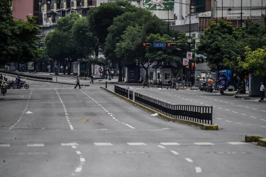 Avenida Francisco de Miranda fica vazia durante o segundo dia de greve geral contra o presidente venezuelano Nicolás Maduro, em Caracas - 27/07/2017