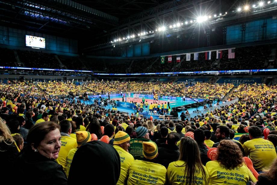 Brasil e França disputam a final da Liga Mundial de Vôlei na Arena da Baixada, em Curitiba