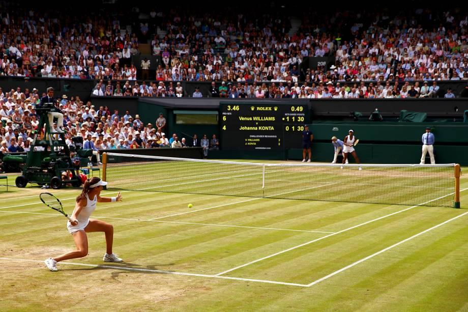 A britânica Johanna Konta durante partida contra a americana Venus Williams, em Wimbledon