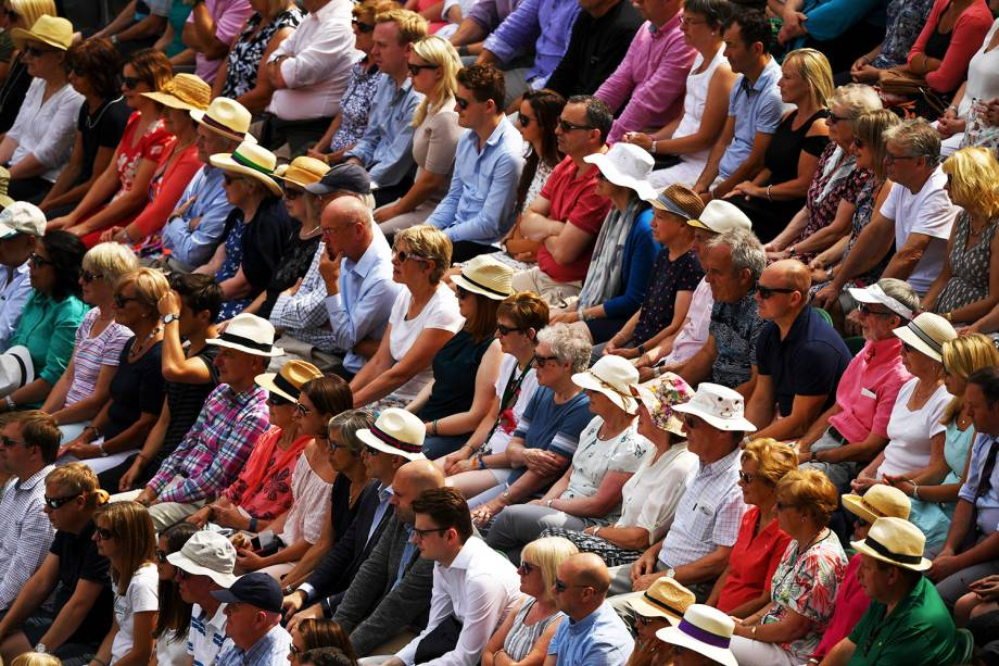 Público acompanha partida entre a britânica Johanna Konta e a americana Venus Williams, em Wimbledon