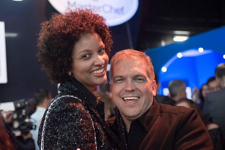 Rosangela Menezes Jacquin ao lado do crítico gastronômico Arnaldo Lorençato, na final do MasterChef