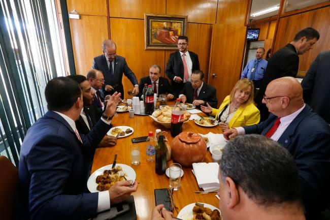 Banquete no gabinete de Fábio Ramalho