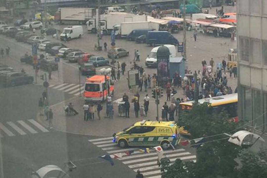 Pessoas foram esfaqueadas em um praça pública na cidade de Turku na Finlândia