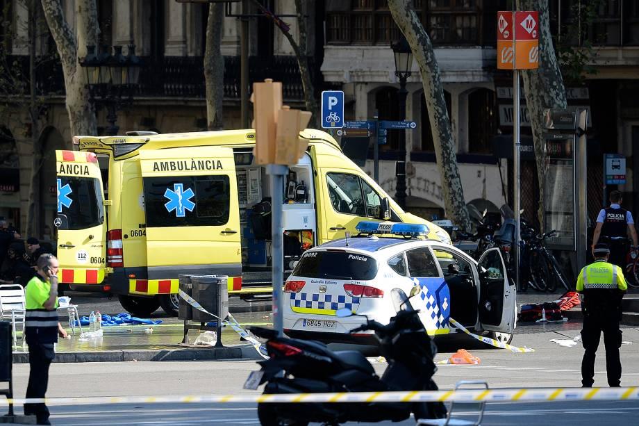 Van atropela pedestres e deixa feridos em ponto turístico de Barcelona - 17/08/2017
