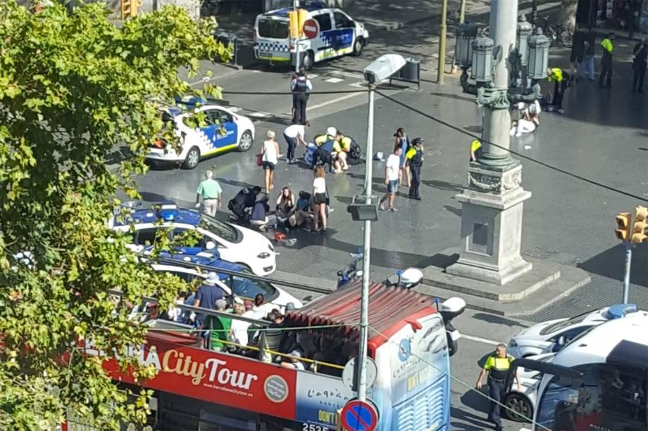 Um veículo atropelou pessoas que passavam pela rua La Rambla, em Barcelona na Espanha - 17/08/2017