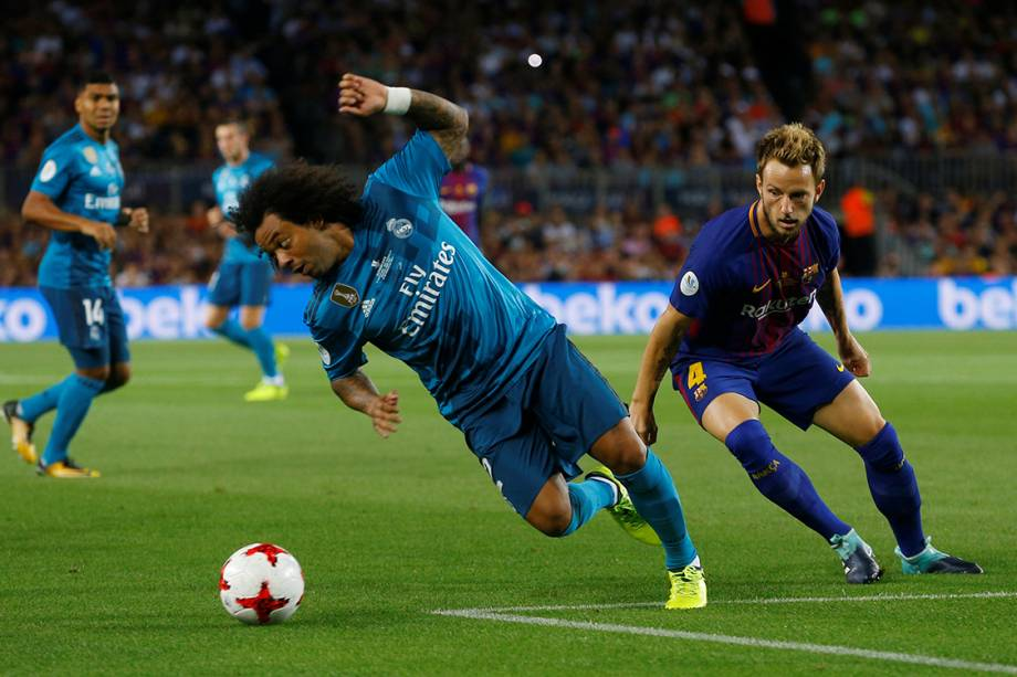 Lance ente Marcelo, do Real Madrid, e Rakitic, do Barcelona