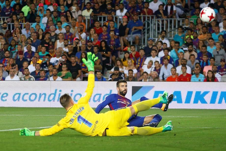 Pique marca gol contra na partida contra o Real Madrid