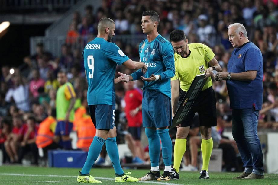Bezema é substituído por Cristiano Ronaldo, na partida contra o BarcelonaSergio Perez