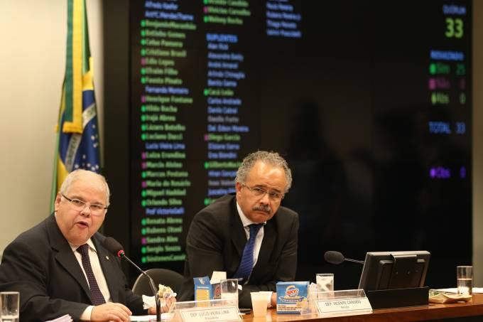Camara aprova texto-base da reforma política