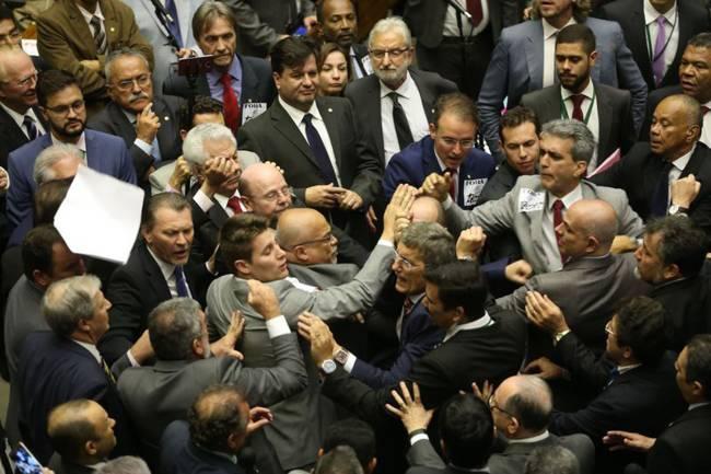 Confusão no plenário da Câmara