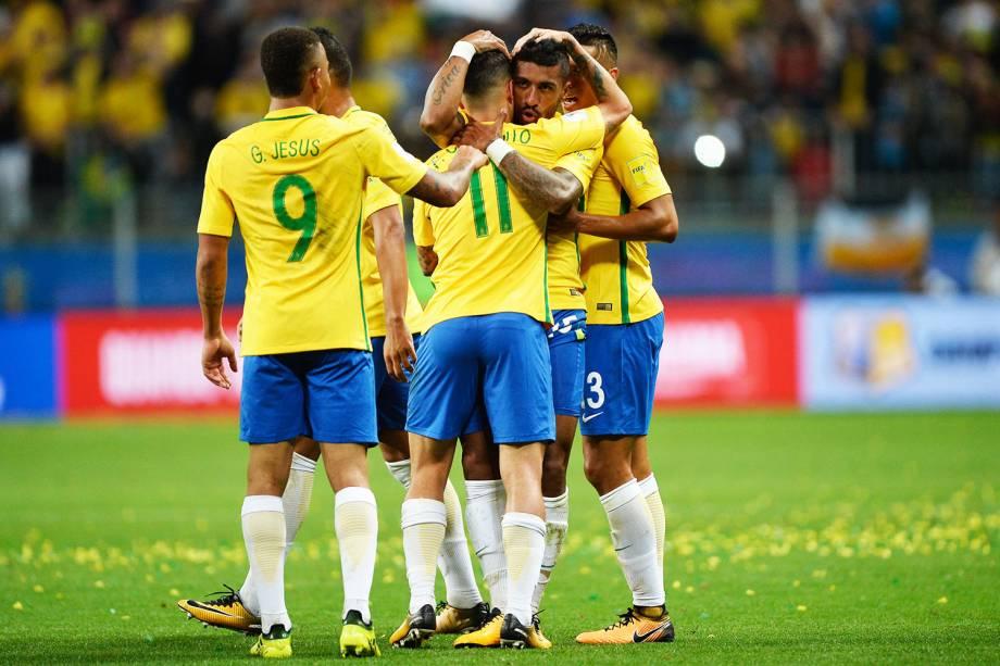 Jogadores do Brasil comemoram gol contra o Equador, pelas eliminatórias para a Copa da Russia de 2018