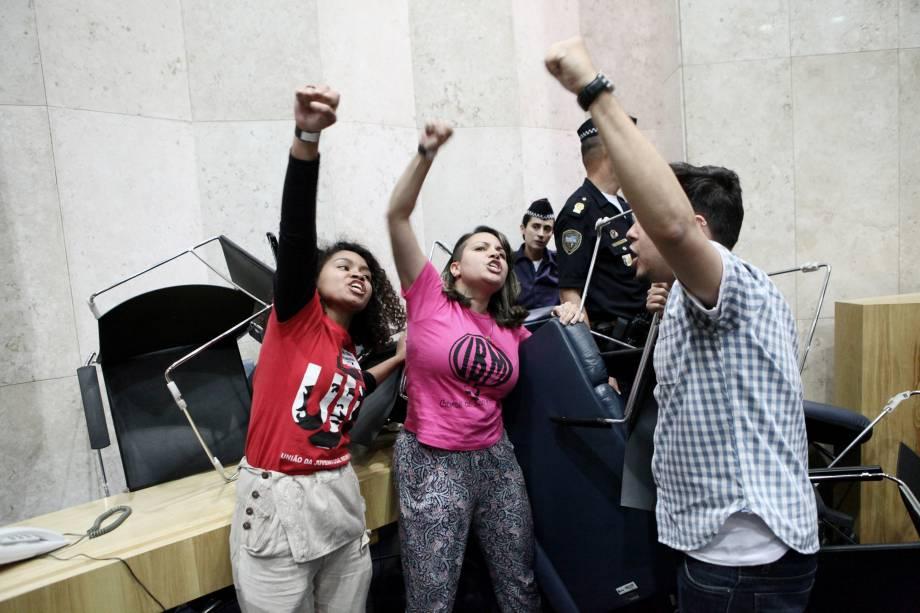 Movimentos sociais ocupam o Plenário 1º de Maio da Câmara Municipal de São Paulo, manifestando contra o Plano Municipal de Desestatização (PMD) da Prefeitura