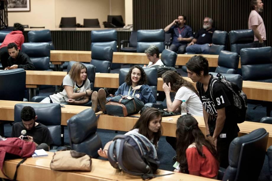 Estudantes ocupam o Plenário 1º de Maio Câmara Municipal de São Paulo, manifestando contra o Plano Municipal de Desestatização (PMD) da Prefeitura de São Paulo