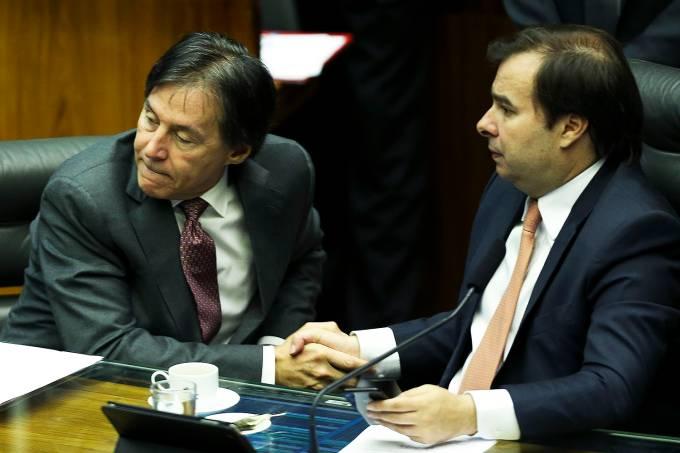 Brasília – O presidente do Senado, Eunício Oliveira, e o presidente da Câmara, Rodrigo Maia