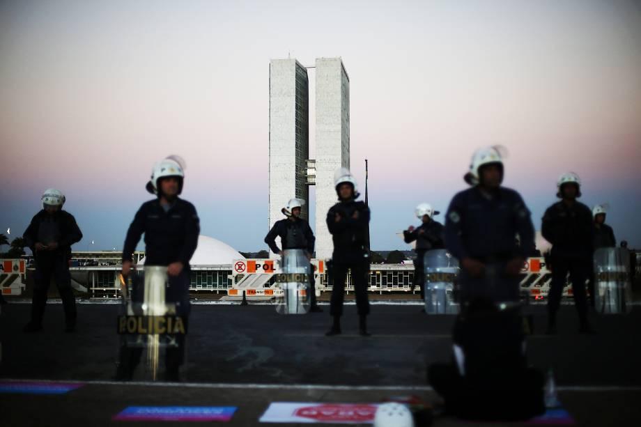 Movimentação na Câmara dos Deputados, em Brasília, membros da oposição pedem eleições diretas, durante a discussão sobre a denúncia contra o presidente Michel Temer - 02/08/2017