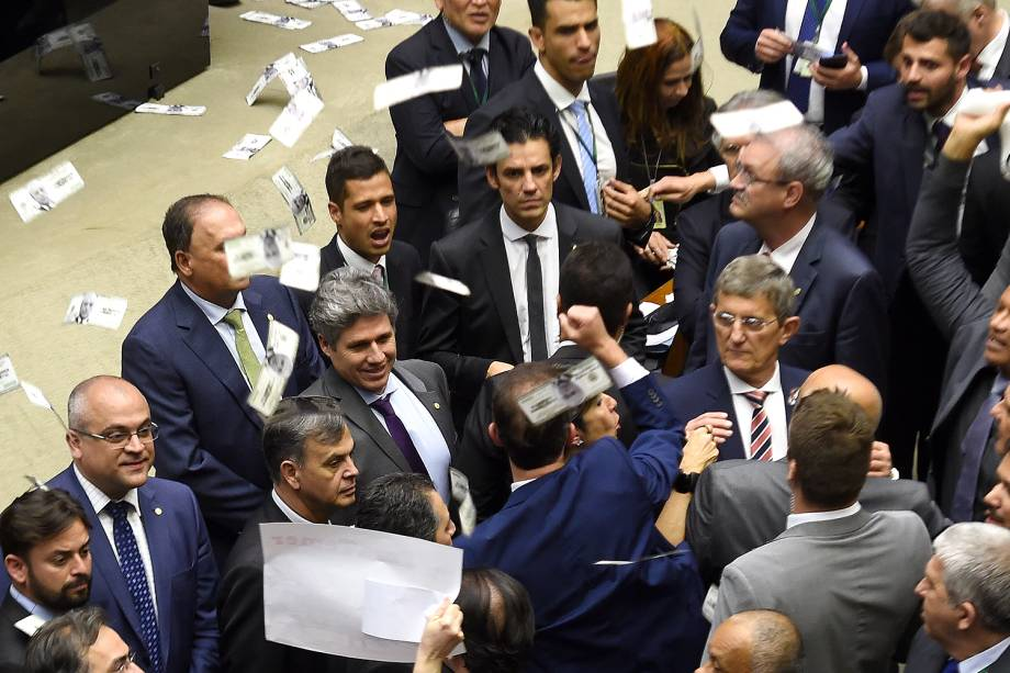 Tumulto durante discussão da denúncia contra Michel Temer na Câmara - 02/08/2017