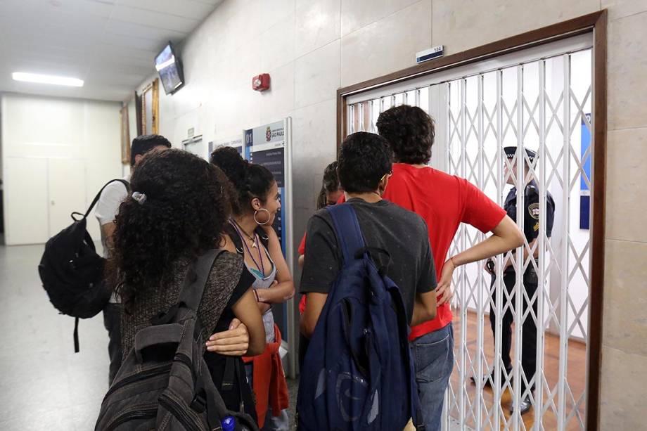 Estudantes não conseguem retornar ao plenário