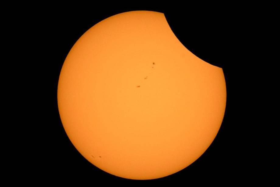 Eclipse solar visto do Lago Ross, Parque Nacional das Cascatas do Norte, em Washington, nos Estados Unidos - 21/08/2017