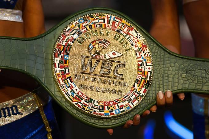 Cinturão que será disputado por Conor McGregor e Floyd Mayweather