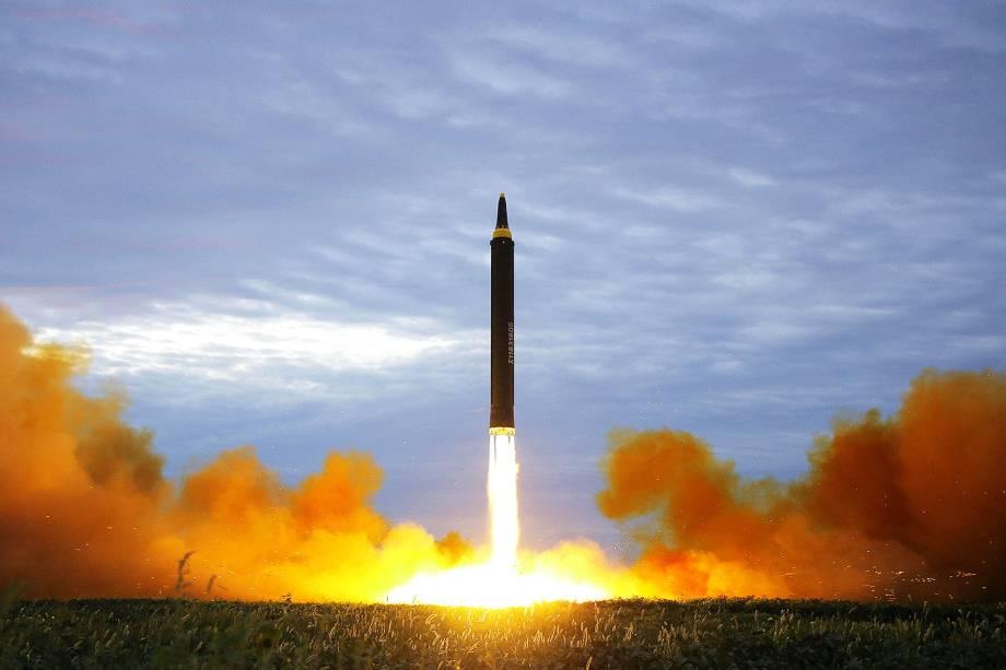 Coreia do Norte divulga imagens de míssil que sobrevoou Japão - 29/08/2017