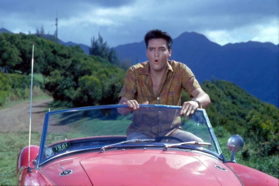 """Elvis Presley no filme """"Feitiço Havaiano"""", de Norman Taroug"""