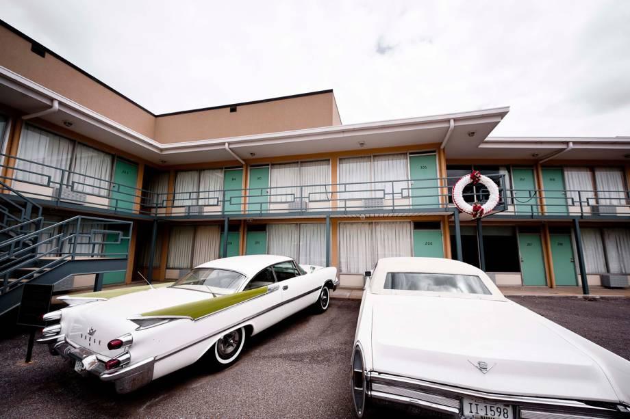 Foi nesta sacada do Lorraine Motel que Martin Luther King Jr. foi assassinado, em 4 de abril de 1968. Sua morte provocou fortes conflitos raciais na cidade e mudou o cenário musical de Memphis