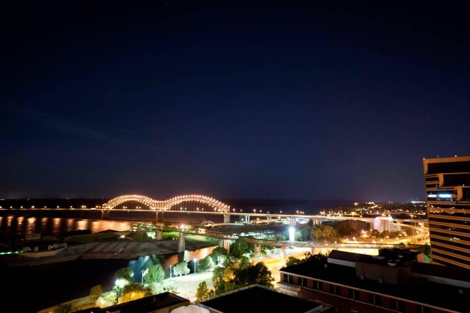 Atravessando a ponte sobre o rio Mississipi, chega-se ao Arkansas, estado americano cujo filho mais famoso é o ex-presidente Bill Clinton