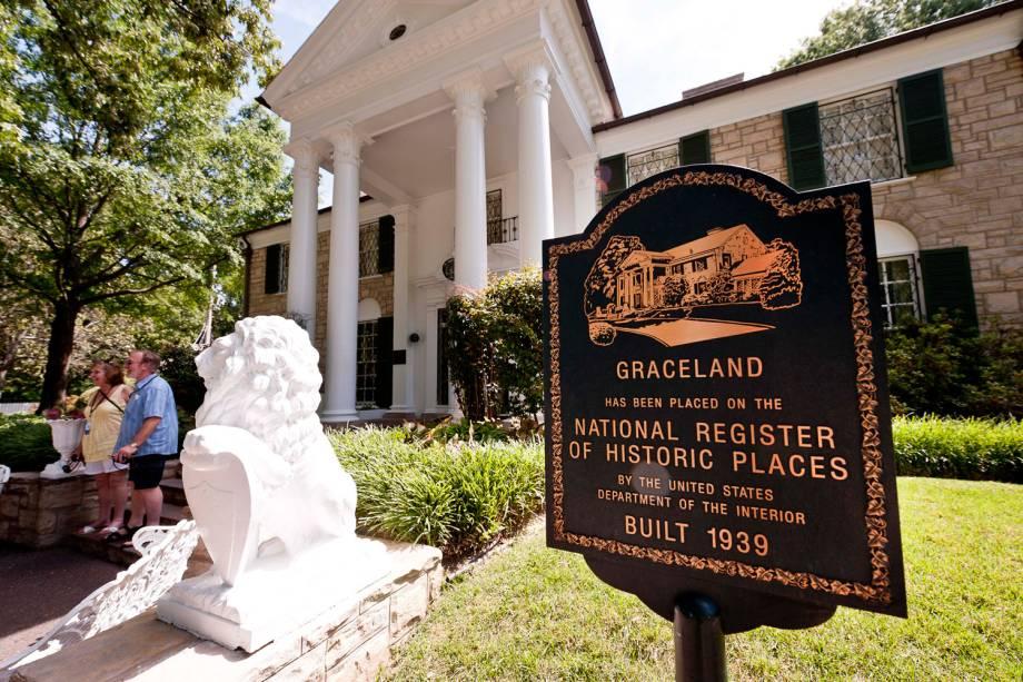 Construída em 1939, Graceland foi aberta para visitando após a morte de Elvis. O motivo? A família estava indo à falência. Hoje, a mansão em Memphis recebe milhares de pessoas por ano