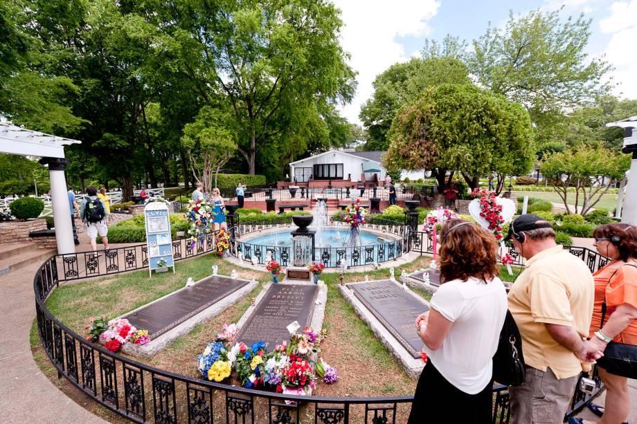 Túmulos da família Presley no Meditation Garden, em Graceland