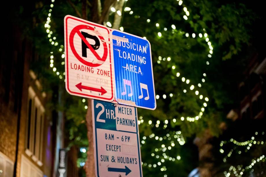 Área de carga e descarga para músicos em rua de Nashville
