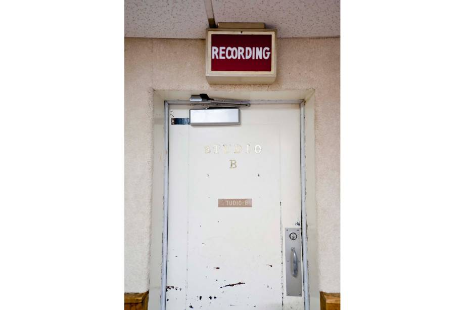 Não acessível aos turistas, esta é a porta que leva à sala da técnica dos estúdios da RCA