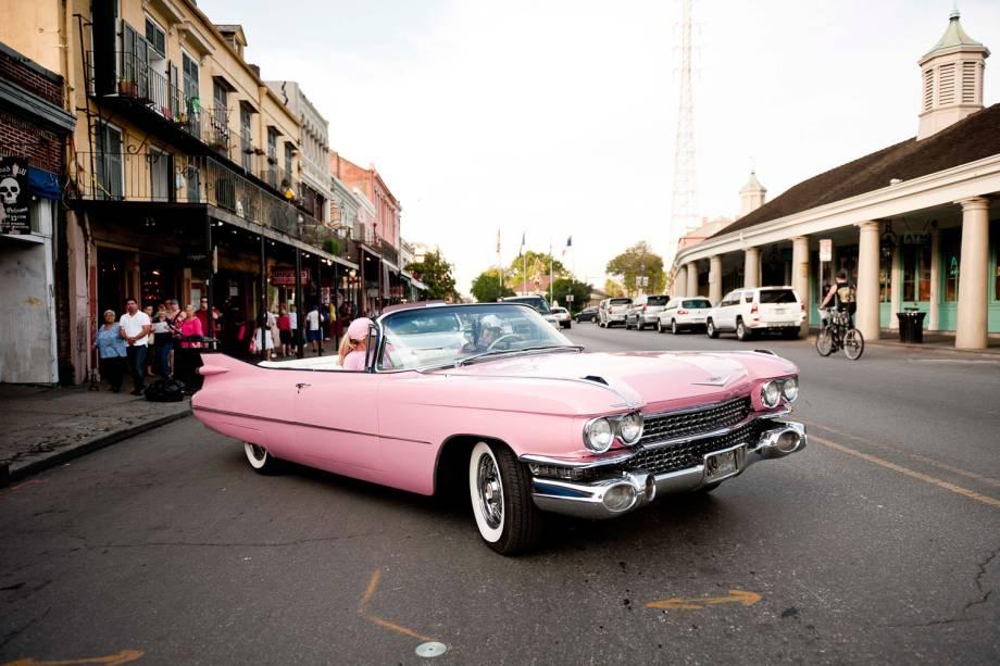 Cadillac pink, réplica de um dos automóveis de Elvis, faz sucesso nas ruas de Nova Orleans. A dona, cujo sobrenome realmente é Presly, recebeu o carro de herança do pai