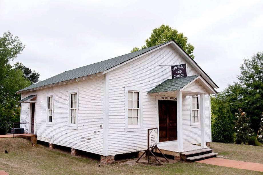 A igreja que a família Presley frequentava, em Tupelo, foi para perto da casa de Elvis em cima de um caminhão