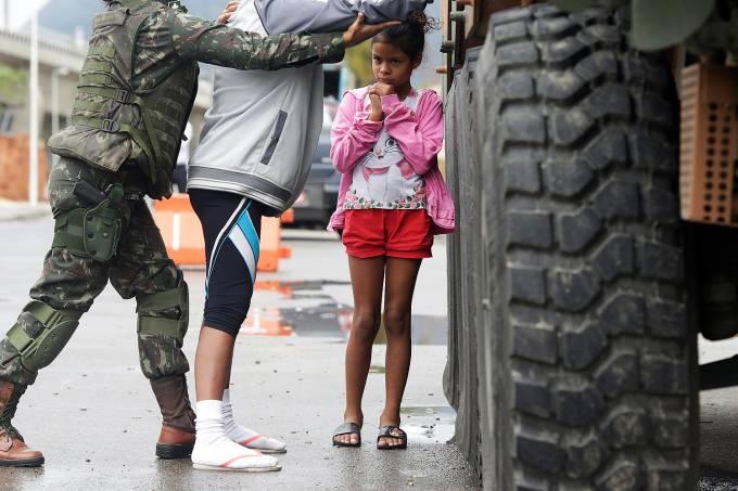 Armed Forces members conduct operation against organized crime in Manguinhos slum complex in Rio de Janeiro