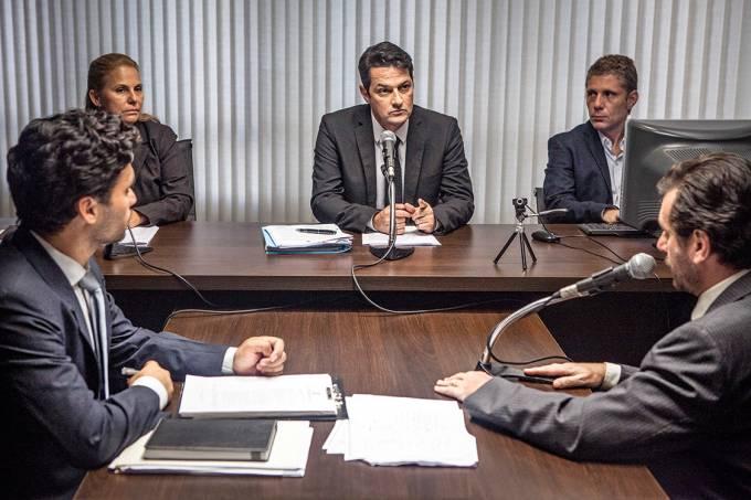 PIZZA? – Marcelo Serrado (no centro) como o juiz Sergio Moro: mocinhos que não conseguem envolver o espectador