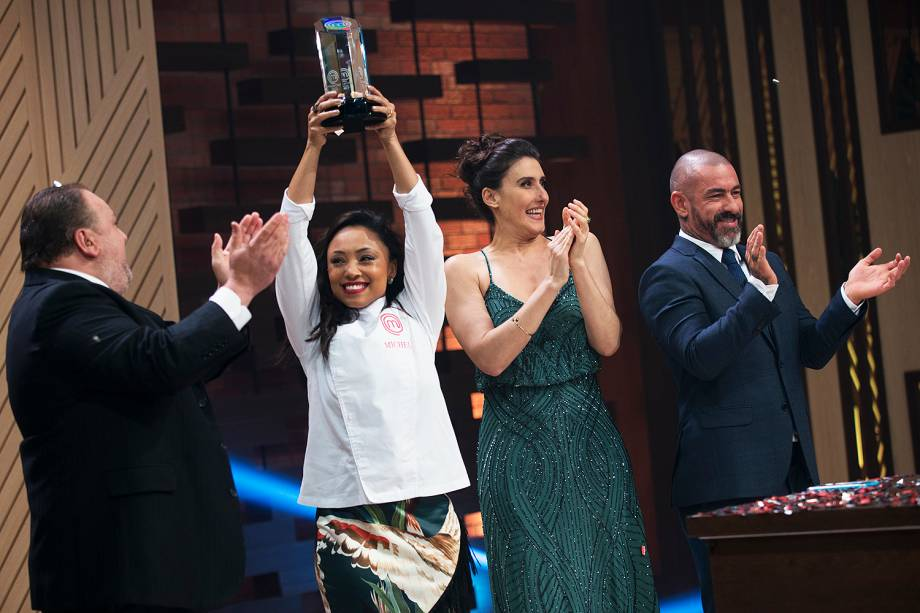 Michele Crispim vence o MasterChef 2017