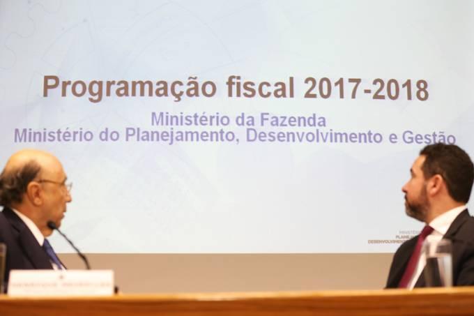 Os ministros da Fazenda, Henrique Meirelles, e do Planejamento, Dyogo Oliveira, anunciam novas metas fiscais para 2017 e 2018