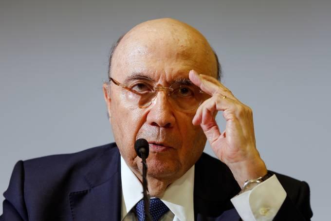 O ministro da Fazenda, Henrique Meirelles, anuncia novas metas fiscais para 2017 e 2018