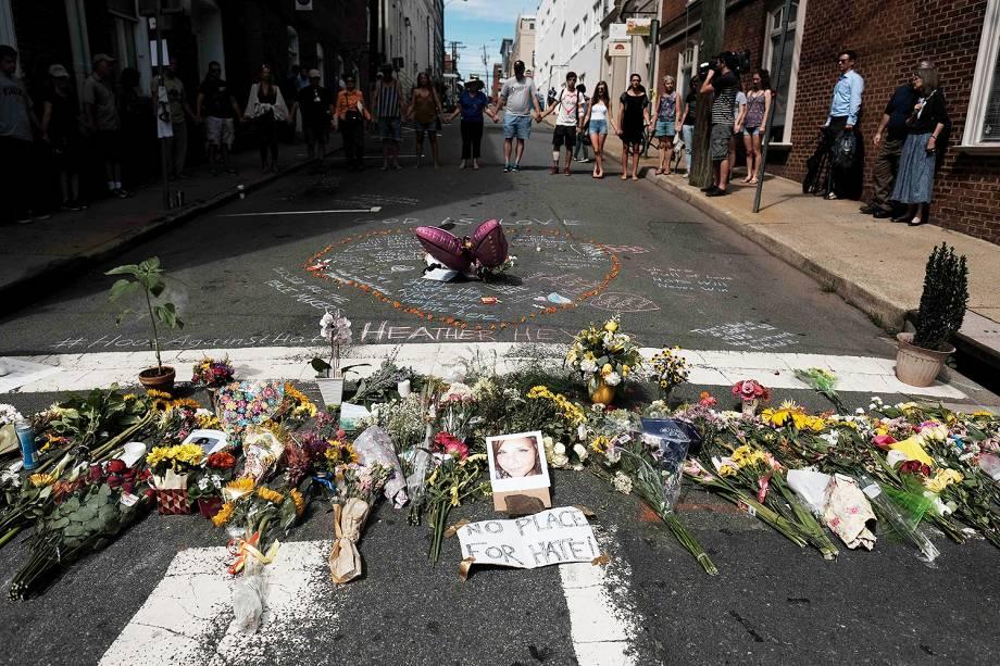 Homenagem para Heather Heyer, vítima que morreu atropelada por veículo enquanto protestava em Charlottesville, na Virgínia, nos EUA - 14/08/2017