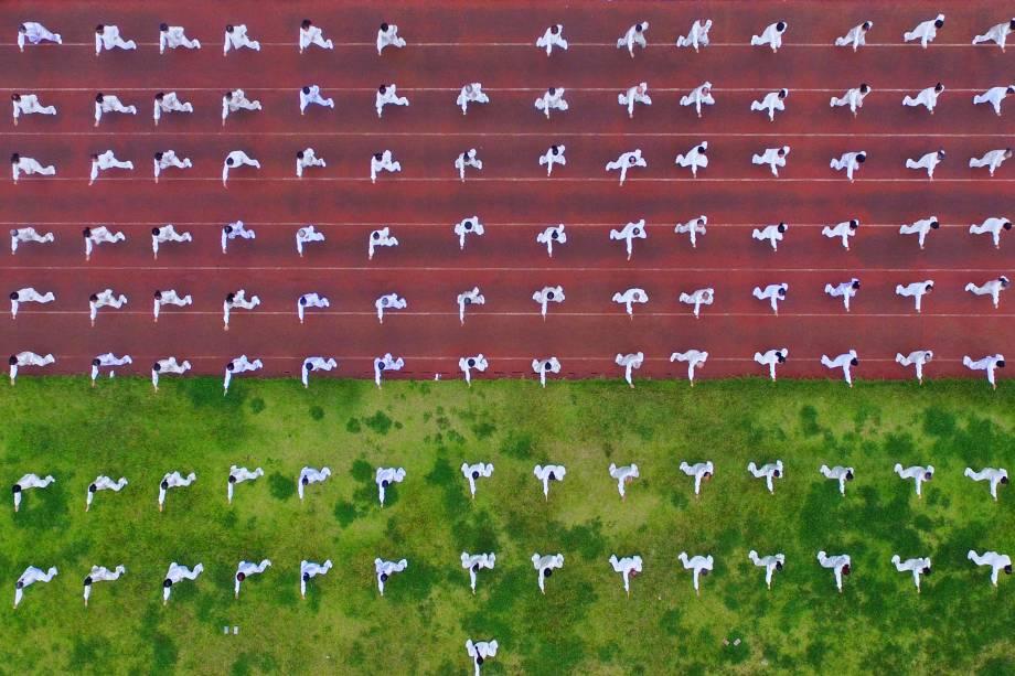 Pessoas executam o Tai Chi como parte de um evento nacional do Dia da Aptidão Física em Rongan na província de Guizhou, no sudoeste da China. A data celebra o aniversário do início dos Jogos Olímpicos de 2008 - 08/08/2017