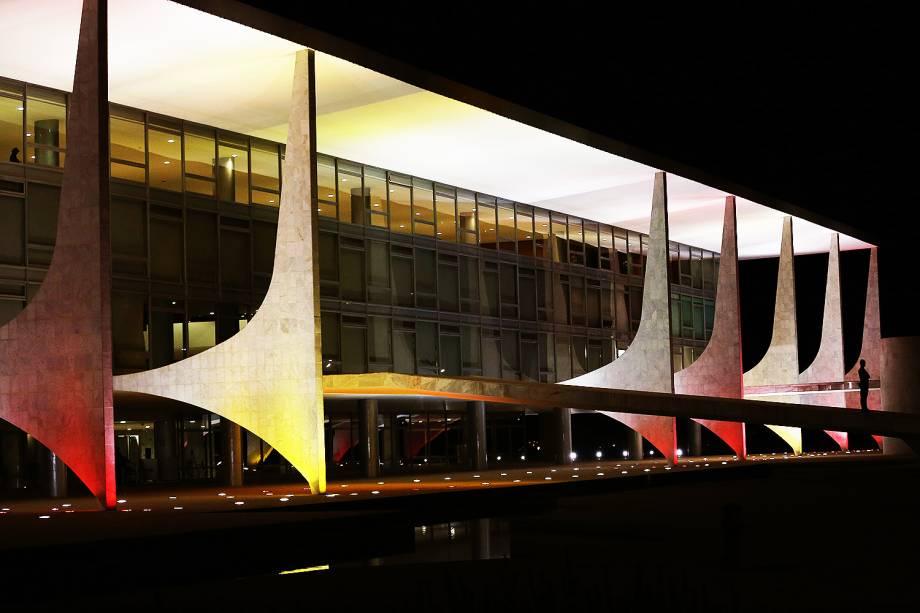 O Palácio do Planalto foi iluminado com cores da bandeira da Espanha em solidariedade às vítimas do atentado em Barcelona - 18/08/2017