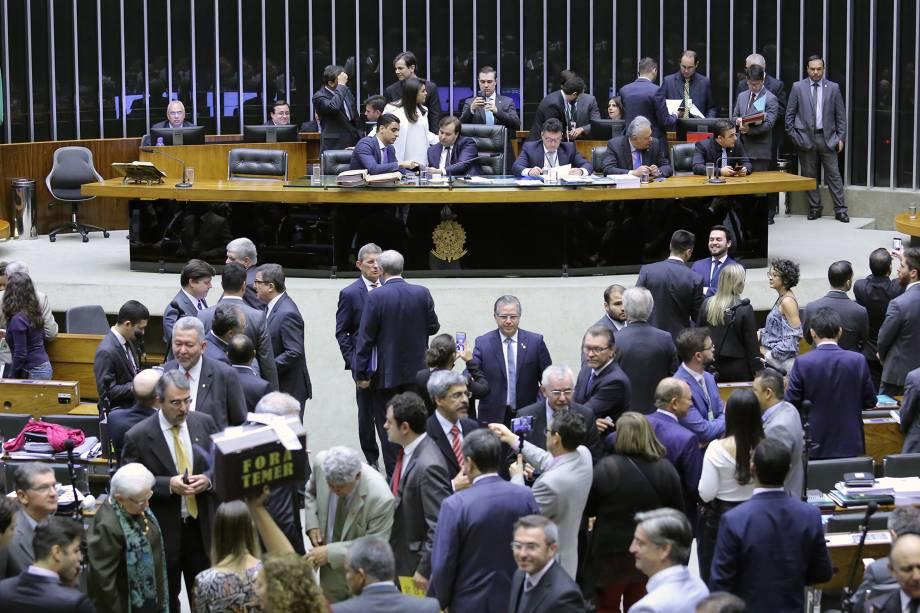 Deputados discutem no plenário da Câmara a denúncia de acusação contra o presidente Michel Temer - 02/08/2017