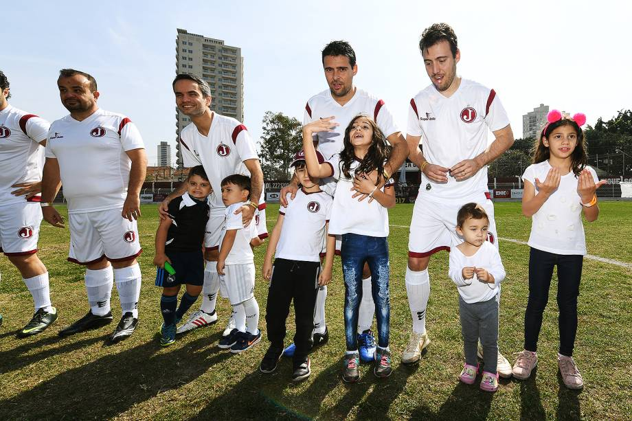 """Muitos participantes do evento """"Jogar na Javari"""" levaram seus pais ou filhos para o estádio do Juventus, na Mooca"""