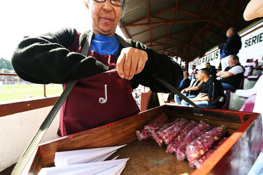 O clássico amendoim doce vendido nas arquibancadas da Rua Javari