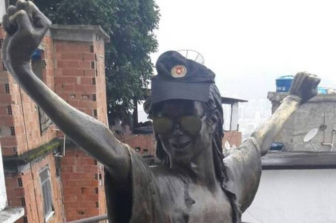 Estátua de Michael Jackson