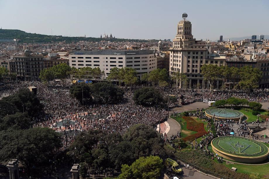 Milhares de pessoas prestam um minuto de silêncio em solenindade às vitimas do atropelamento terrorista da última quinta-feira - 18/08/2017