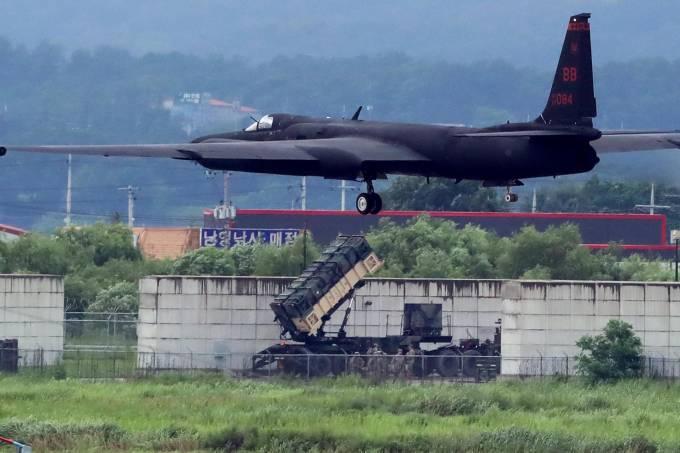Jato americano durante exercício militar na Coreia do Sul