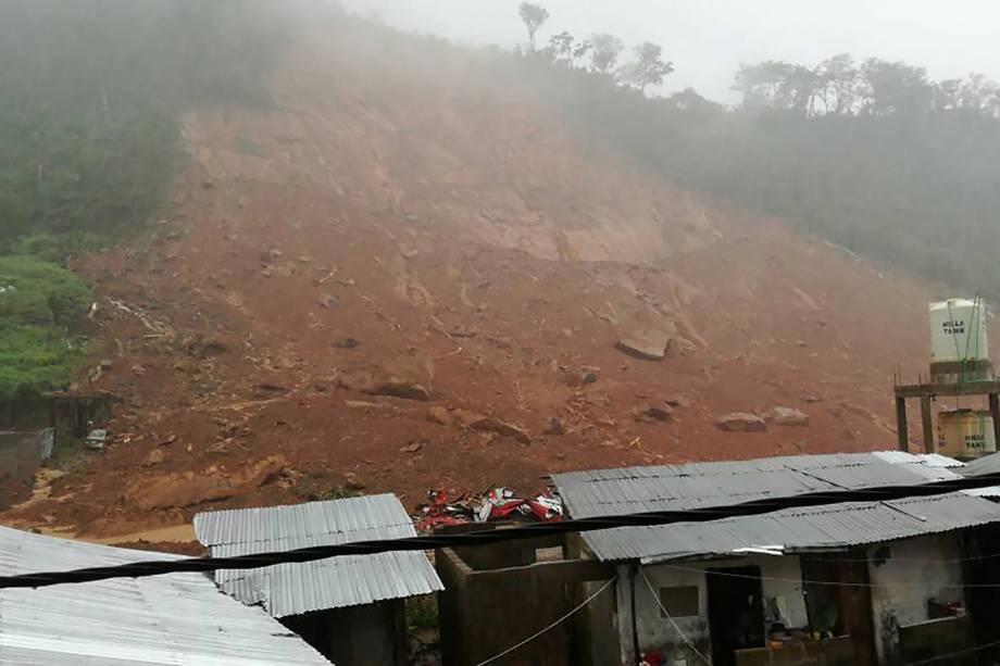 As inundações e deslizamentos de terra já deixaram centenas de mortos em Serra Leoa - 14/08/2017