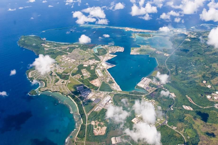 Vista aérea da base naval americana, na Ilha de Guam