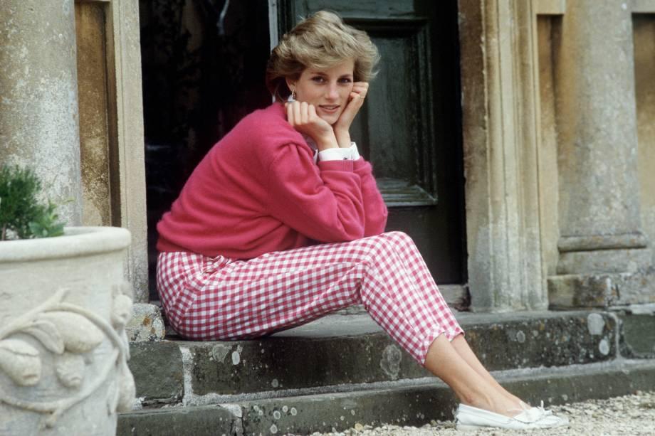 A princesa Diana posa para foto em sua casa em Highgrove, Gloucestershire no ano de 1986